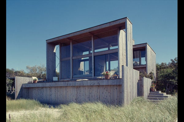 TRAVIS-WALL HOUSE, FIRE ISLAND PINES, NY, 1972-75, EXTERIOR FACING GREAT SOUTH BAY. COURTESY OF FIRE ISLAND MODERNIST: HORACE GIFFORD AND THE ARCHITECTURE OF SEDUCTION.