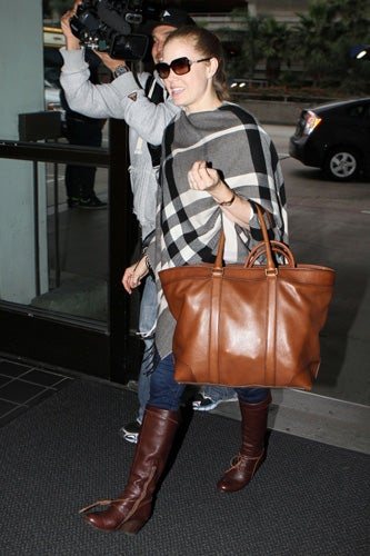 Celebrities-Wearing-Bleecker-Weekend-Tote-3
