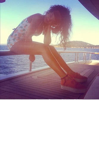 rihanna_vacation2