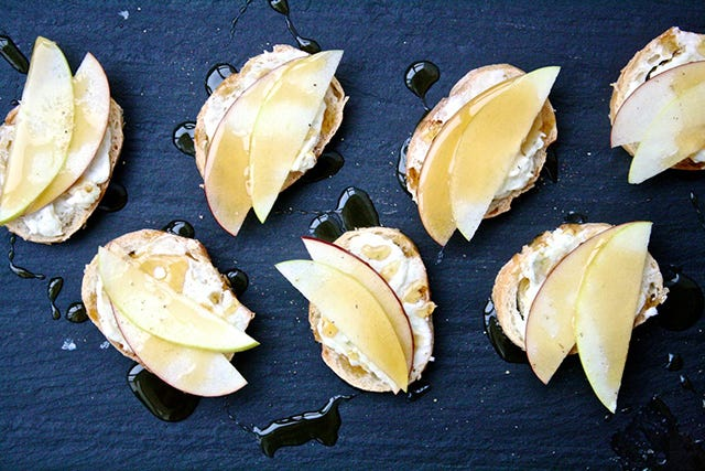 blue-cheese-butter-apple-crostini-web