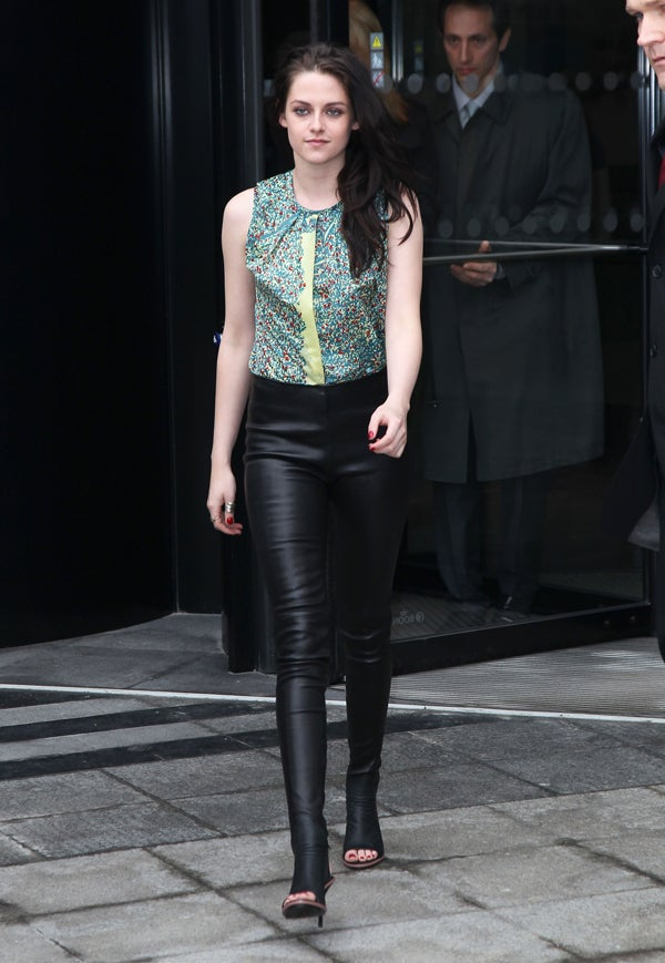 kristen-stewart-balenciaga-leather-leggings-shoes