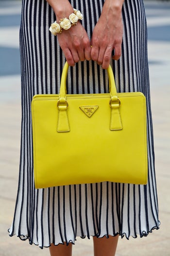 Gina-Ortega_blogger-and-stylist_prada-bag_refinery29-22_Crystal-Schreiner