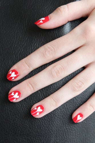 girly-nail-art-hearts-4