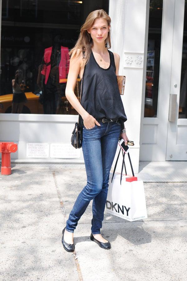 Karlie Kloss Street Style Models Off Duty