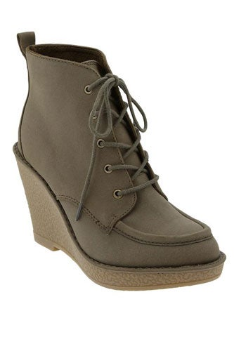 oldnavy-womenslaceupwedgeboots-19