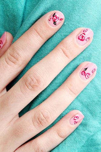 girly-nail-art-roses-4