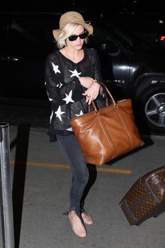 Celebrities-Wearing-Bleecker-Weekend-Tote-10