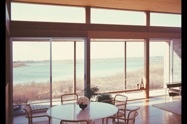 LUCK HOUSE, BRIDGEHAMPTON, NY, 1967. COURTESY OF FIRE ISLAND MODERNIST: HORACE GIFFORD AND THE ARCHITECTURE OF SEDUCTION.