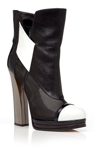 casadei-prabal-gurung-pre-fall-2013-black-capped-toe-boot