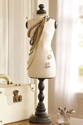 06-Pottery-Barn_Dress-Form_49