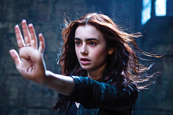 mortal-instruments-city-of-bones-clary-photo-1