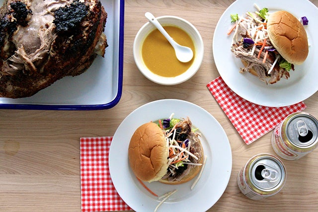 This Unbelievably Easy Pulled-Pork Recipe Is Blowing Our Minds